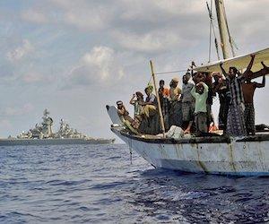 piraty_atakuyut_sudna_v_vodax_indonezii